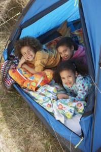 Kinder im Strandzelt
